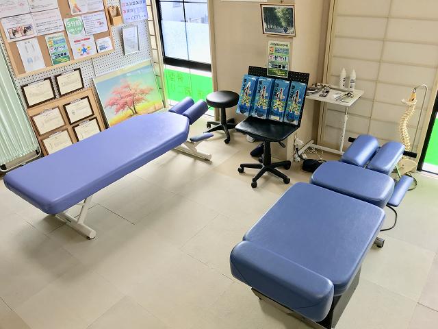 施術用の治療用ベッド