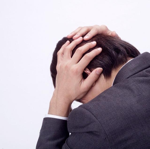 頭痛・男性の写真