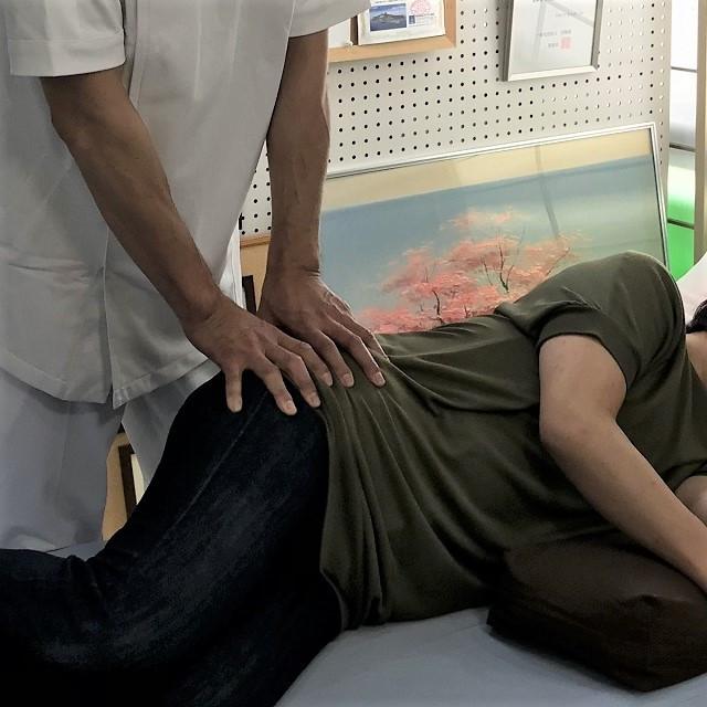 梨状筋を側臥位で緩める